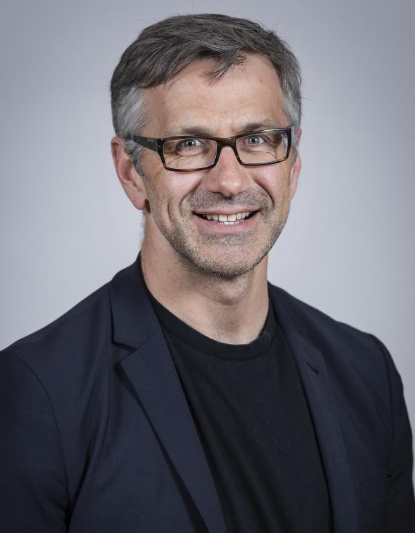 Dr.  Damon  Dagnone