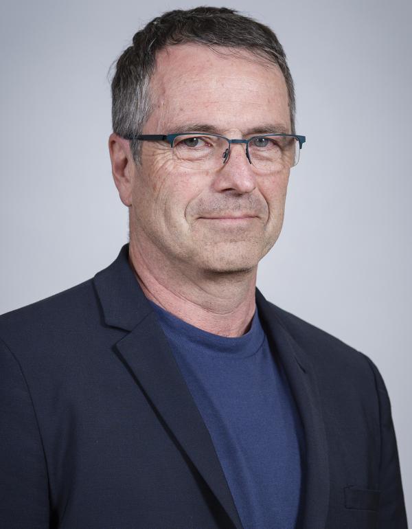 Dr.  R. Ken F.  Edwards