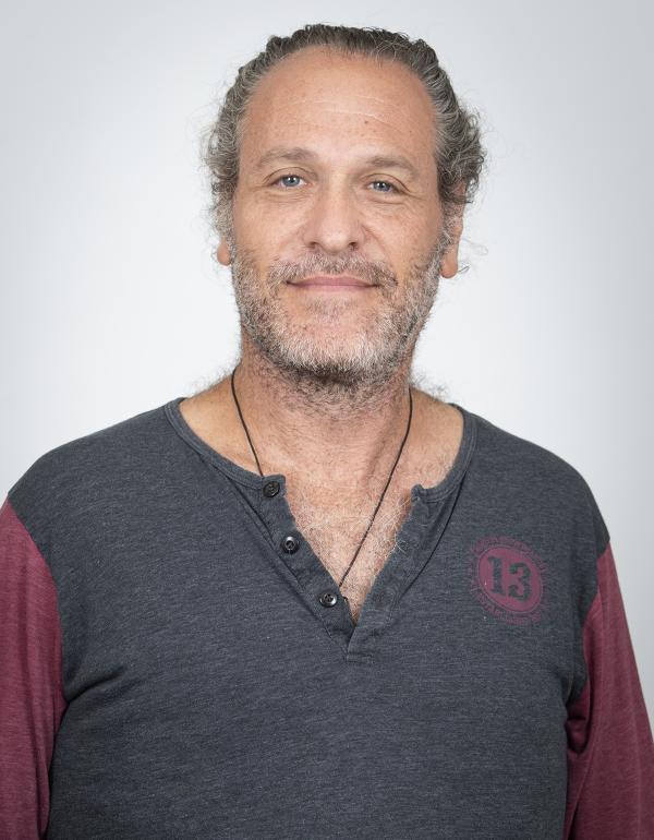 Dr.  Max  Montalvo